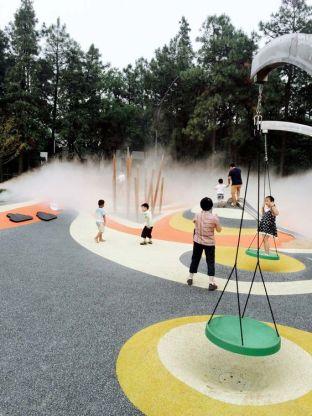 Playground_watervapor